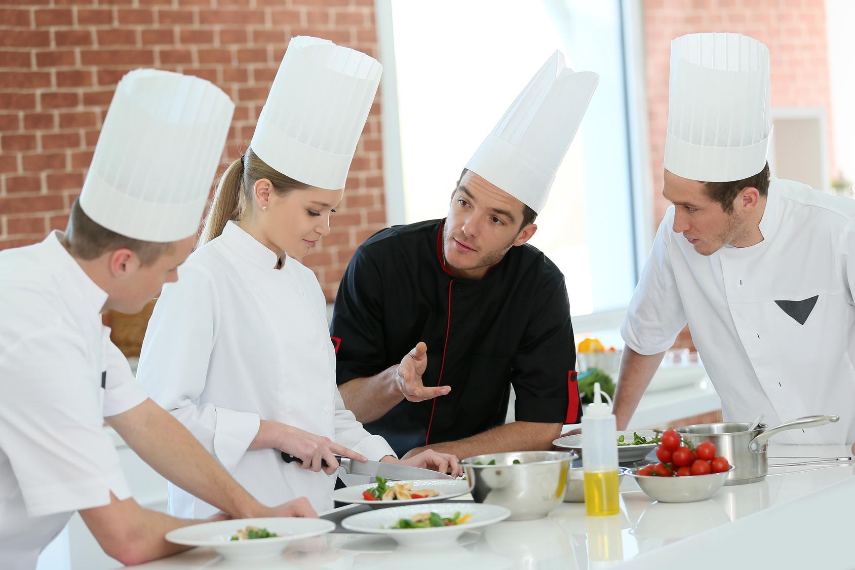 Rozwój polskiej gastronomii poprzez pomoc i naukę młodszego pokolenia